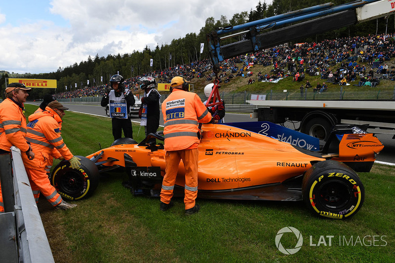 The car of Stoffel Vandoorne, McLaren MCL33 is recovered after crashing in FP3