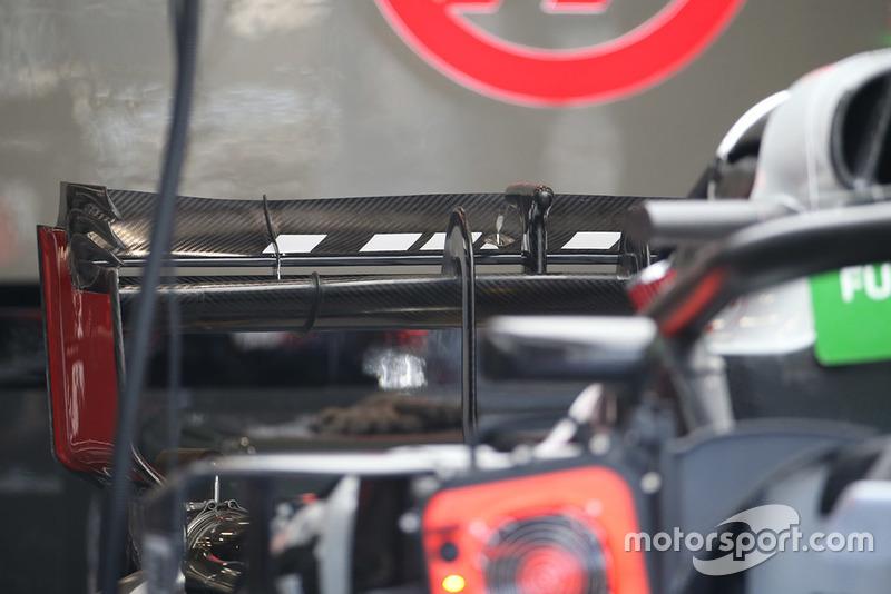 Haas F1 Team VF-18, заднє антикрило