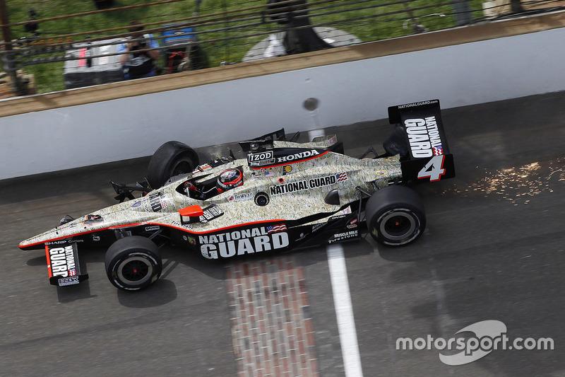 Na Indy 500 de 2011, J.R. Hildebrand estava com a vitória nas mãos, mas bateu no muro, na última curva da última volta e deu a vitória a Dan Wheldon.