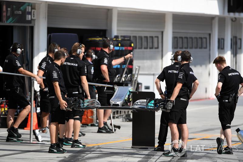 Mecánica del Mercedes AMG F1 y ala delantera de Mercedes-Benz F1 W08