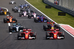 Себастьян Феттель и Кими Райкконен, Ferrari SF70H, Макс Ферстаппен, Red Bull Racing RB13, Валттери Боттас, Mercedes AMG F1 W08, Карлос Сайнс-мл., Scuderia Toro Rosso STR12, и Фернандо Алонсо, McLaren MCL32