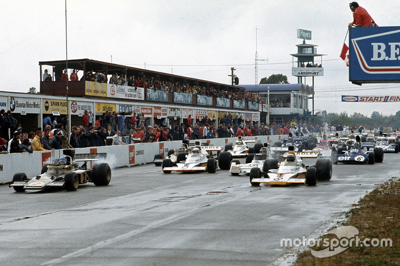 Start: Ronnie Peterson, Lotus 72D Ford and Peter Revson, McLaren M23 Ford lead
