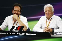 Руководитель отдела Ф1 по связям с общественностью Маттео Бончиан и гоночный директор Ф1 Чарли Уайтинг