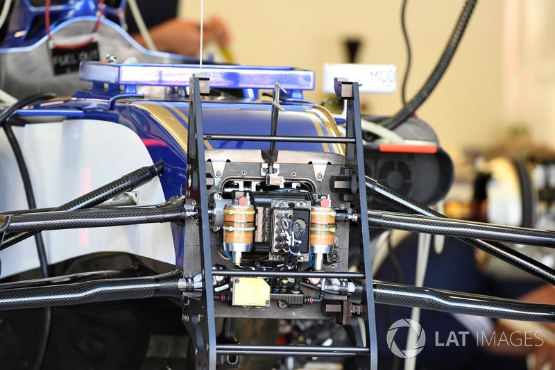 Передня підвіска і шасі Sauber C36