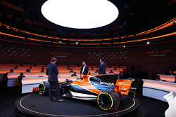 Yusuke Hasegawa, Senior Managing Officer, Honda, Eric Boullier, Racing Director, McLaren, and presenter Simon Lazenby on stage at the launch of the McLaren MCL32