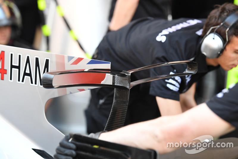 Заднее антикрыло Mercedes-Benz F1 W08
