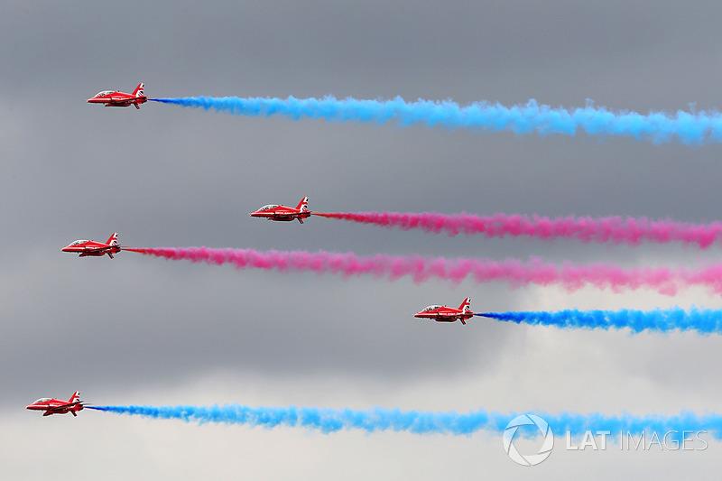 Los Red Arrows sobrevuelan Silverstone