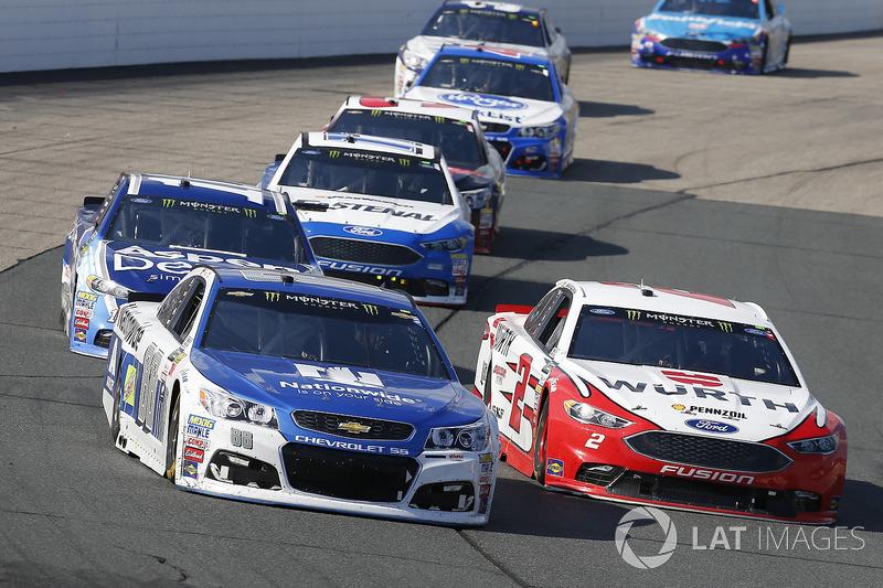 Dale Earnhardt Jr., Hendrick Motorsports Chevrolet, Brad Keselowski, Team Penske Ford