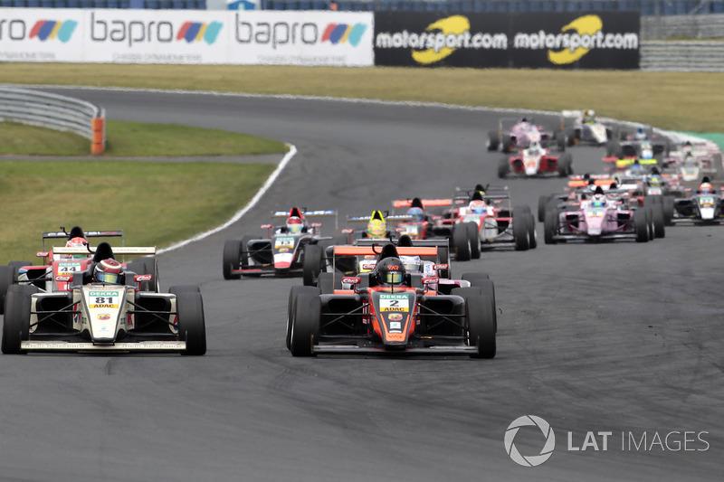 Start zum Rennen, Frederik Vesti, Van Amersfoort Racing übernimt die Führung