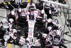 Arrêt au stand de Sergio Perez, Sahara Force India F1 VJM10
