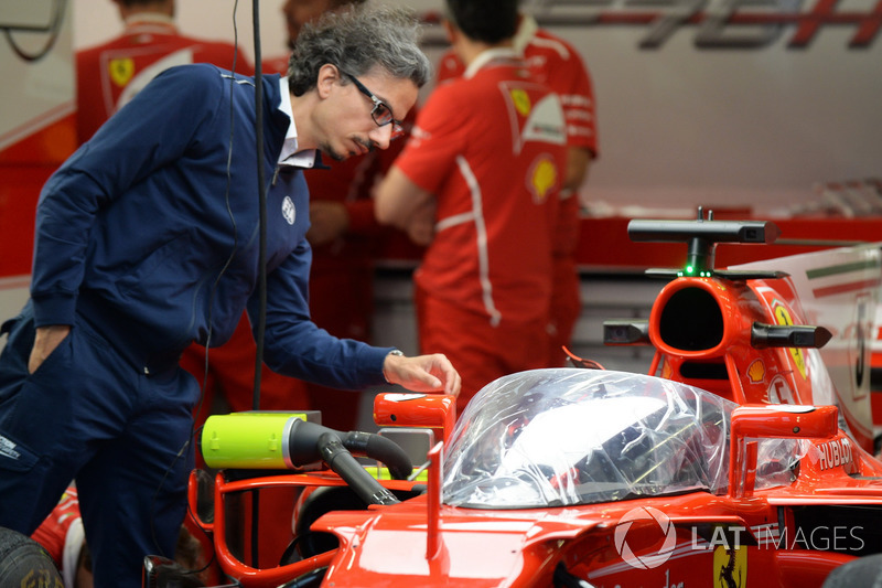 """Лоран Мекіс, директор FIA з безпеки, і Ferrari SF70-H і """"Щит"""""""