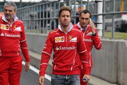 Себастьян Феттель, Ferrari, гоночний інженер Ferrari Ріккардо Адамі, керівник команди Ferrari Мауріціо Аррівабене
