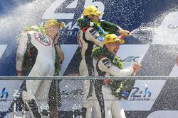 Podium LMP2 : les vainqueurs Ho-Pin Tung, Oliver Jarvis, Thomas Laurent, DC Racing