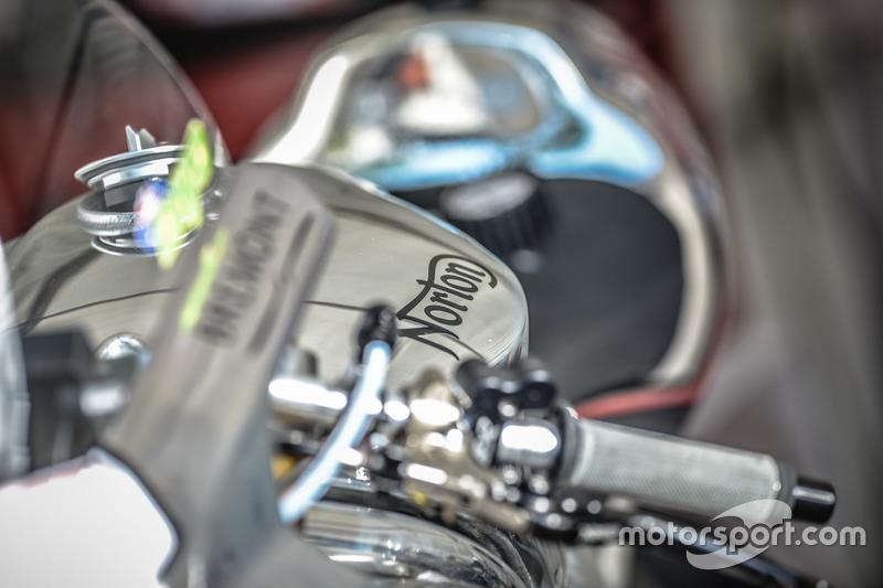 Мотоцикл Norton, фрагмент