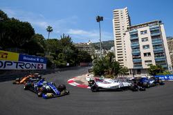 Pascal Wehrlein, Sauber C36-Ferrari, Lance Stroll, Williams FW40, Marcus Ericsson, Sauber C36, Jenson Button, McLaren MCL32