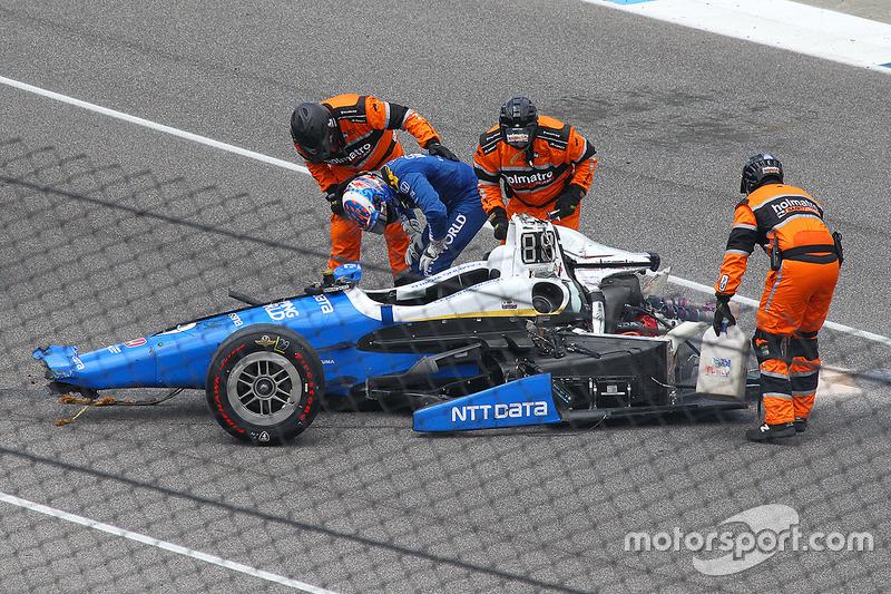 Scott Dixon, Chip Ganassi Racing Honda, gets out the car after a huge crash
