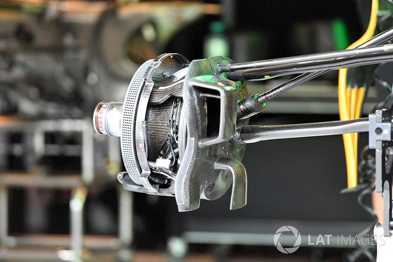 Передні гальма і кріплення колеса Renault Sport F1 Team RS17