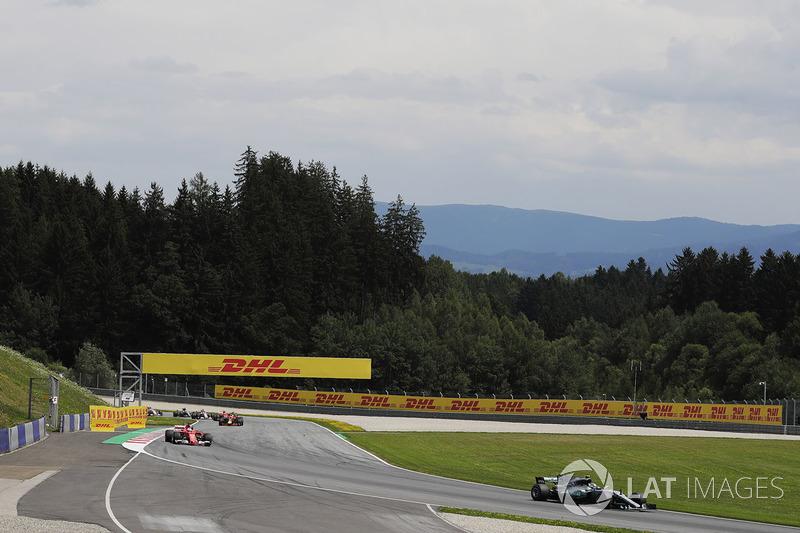 Valtteri Bottas, Mercedes AMG F1 W08, Sebastian Vettel, Ferrari SF70H and Daniel Ricciardo, Red Bull Racing RB13