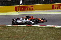 Stoffel Vandoorne, McLaren MCL32, collides, Felipe Massa, Williams FW40