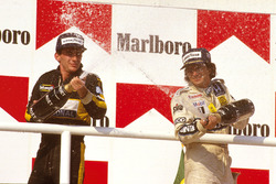 Podium : le vainqueur Nelson Piquet, Williams Honda, le second Ayrton Senna, Team Lotus