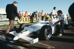 Ayrton Senna, Ralt RT3-Toyota, 1st position, on the grid with team boss, Dick Bennetts