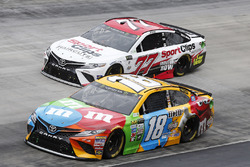 Kyle Busch, Joe Gibbs Racing, Toyota; Erik Jones, Furniture Row Racing, Toyota