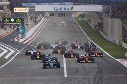Valtteri Bottas, Mercedes F1 W08, Sebastian Vettel, Ferrari SF70H, Lewis Hamilton, Mercedes F1 W08, Max Verstappen, Red Bull Racing RB13 at the start