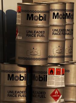 Mobil fuel cans