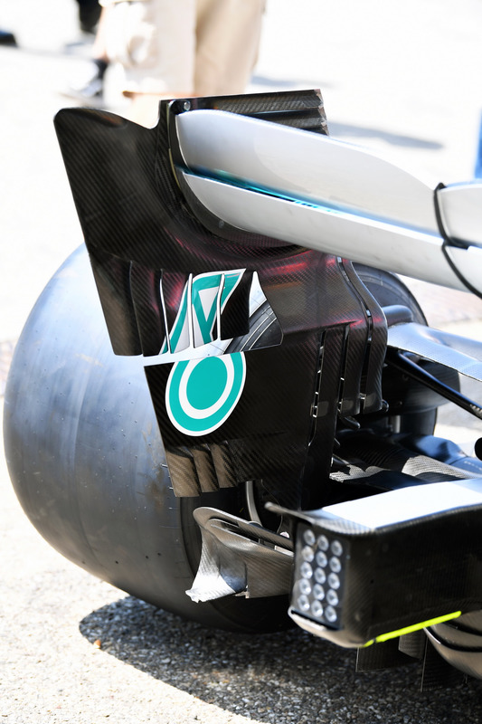 Mercedes-AMG F1 W09, hátsó szárny