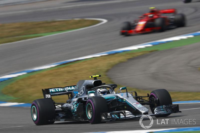 ... A ordem da equipe veio para que Bottas segurasse Kimi Raikkonen, terceiro colocado e que vinha forte