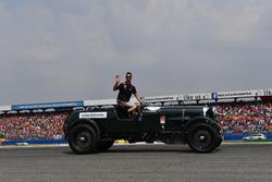 Daniel Ricciardo, Red Bull Racing, pendant la parade des pilotes
