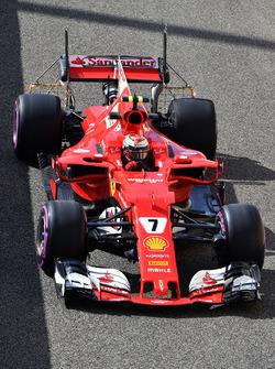 Kimi Raikkonen, Ferrari SF70H ve arka kanadında aero sensörü