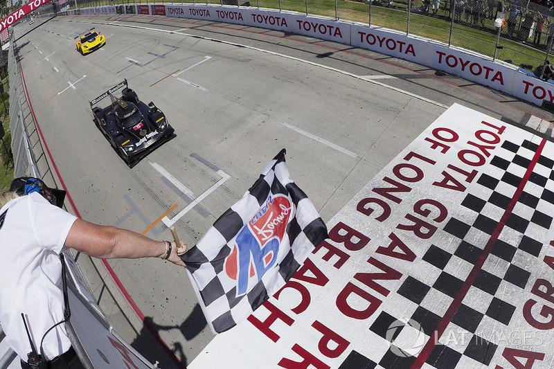 #5 Action Express Racing Cadillac DPi, P: Joao Barbosa, Filipe Albuquerque toma la victoria