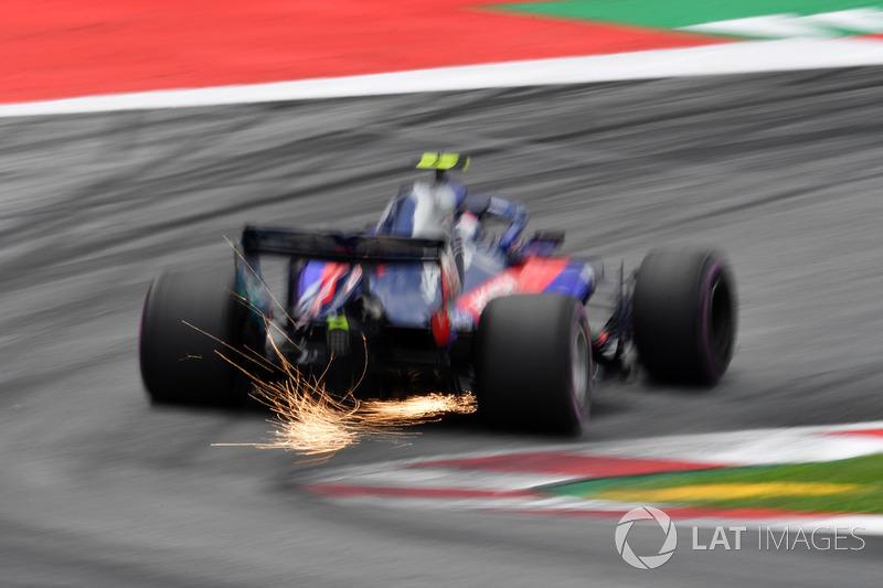Pierre Gasly, Scuderia Toro Rosso STR13 sparks