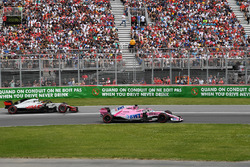 Sergio Perez, Force India VJM11 and Kevin Magnussen, Haas F1 Team VF-18