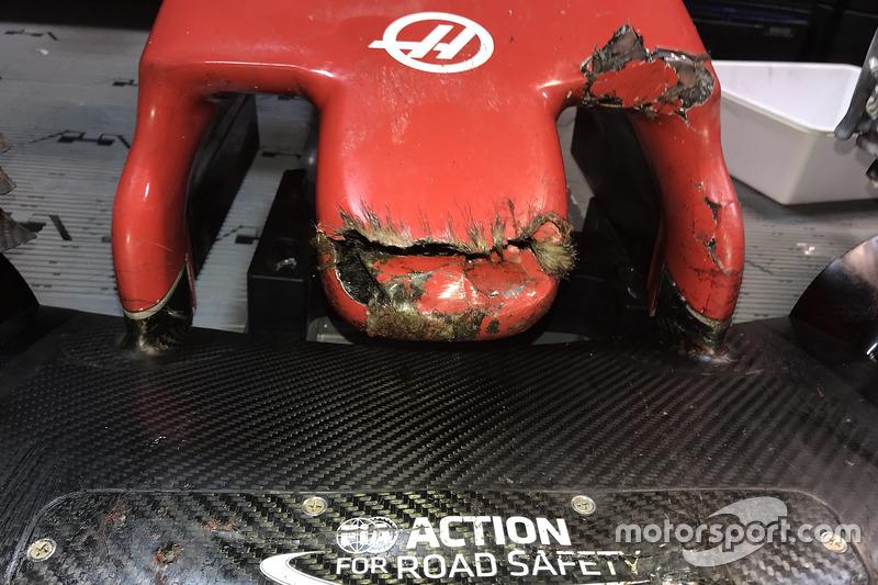 Il naso della Haas F1 Team VF-18 di Romain Grosjean dopo aver colpito una marmotta nelle FP2