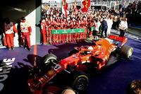 El ganador de la carrera Sebastian Vettel, Ferrari SF71H llega al parque cerrado