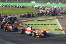 Мик Шумахер, Prema Powerteam, лидирует на старте