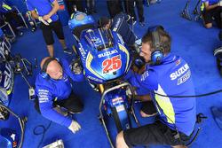 Team Suzuki MotoGP, meccanici al lavoro