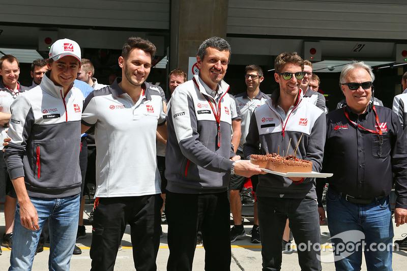 رومان غروجان، هاس يحتفل بعيد ميلاده مع أعضاء فريقه