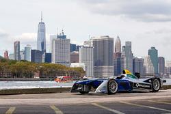 Машина Формули Е на тлі Нью-Йорку