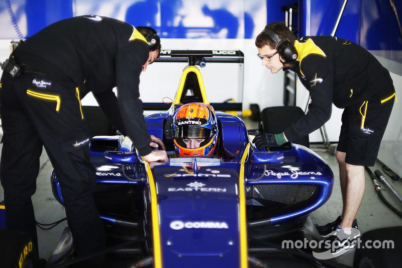 Santino Ferrucci, DAMS with engineers around the car
