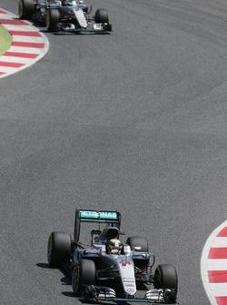 Lewis Hamilton, Mercedes AMG F1 W07 Hybrid voor ploegmaat Nico Rosberg, Mercedes AMG F1 W07 Hybrid