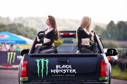 Промо-девушки Monster Energy
