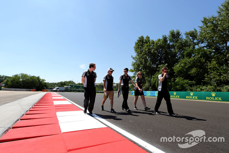 Sergio Perez, Sahara Force India F1 walks the circuit with the team