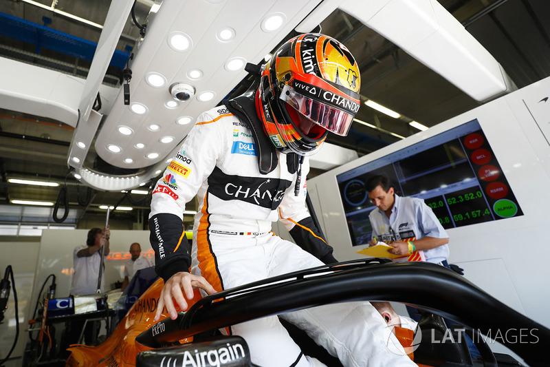 Stoffel Vandoorne, McLaren, climbs in t his car