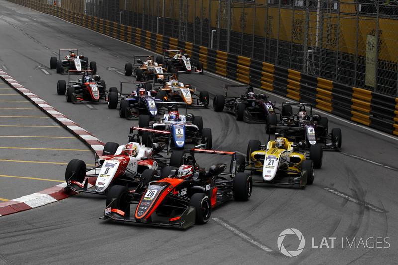 Педро Піке, Van Amersfoort Racing, Dallara Mercedes, Чжоу Гуанью, SJM Theodore Racing by Prema, Dallara Mercedes