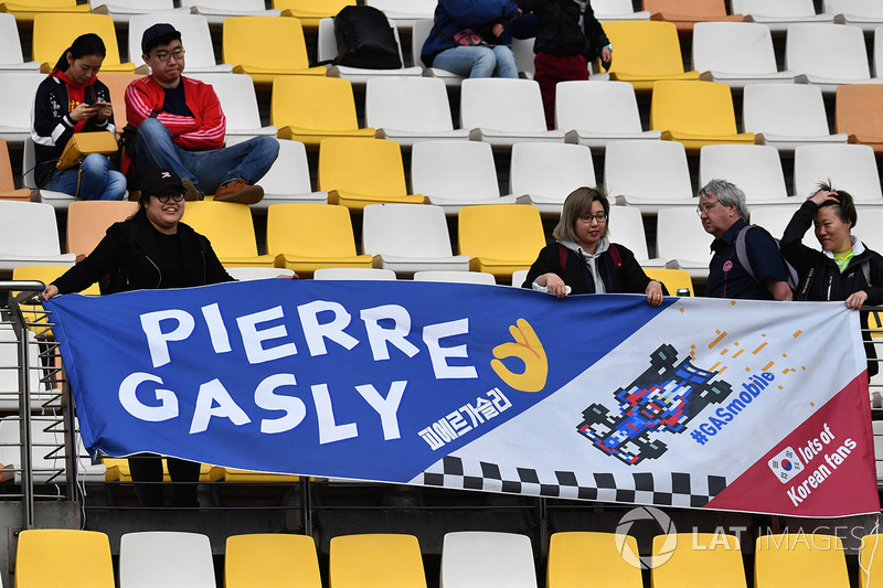 Fans Tiongkok mendukung Pierre Gasly, Scuderia Toro Rosso