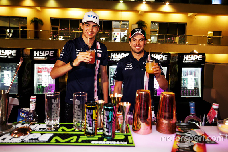 Esteban Ocon, Sahara Force India F1, Sergio Perez, Sahara Force India F1 with drinks
