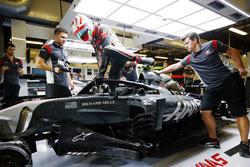 Antonio Giovinazzi, Haas F1 Team VF-17, avec le Halo